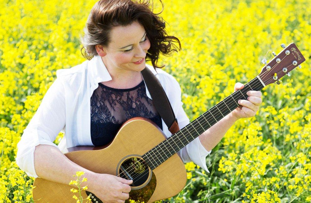 Hochzeitssängerin mit Gitarre in Erfurt - Nicole Trunt